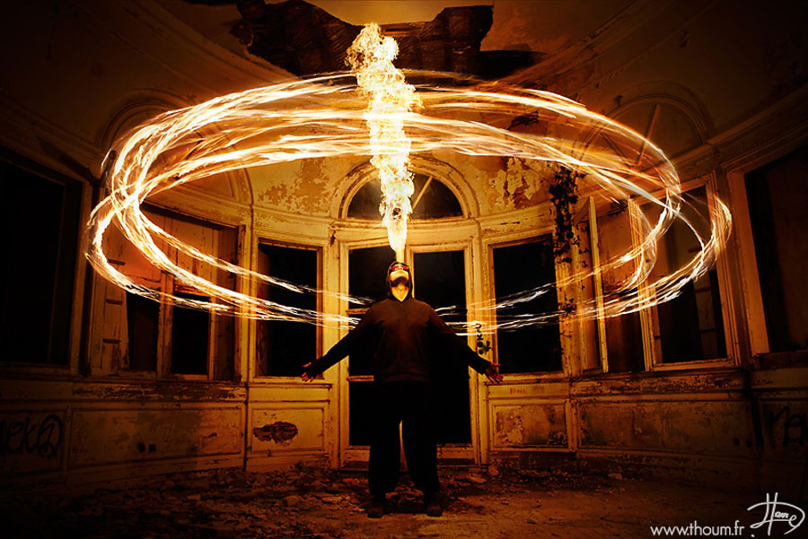 Наряду с водой, землёй и воздухом,  огонь считается одной из четырёх стихий . В запад