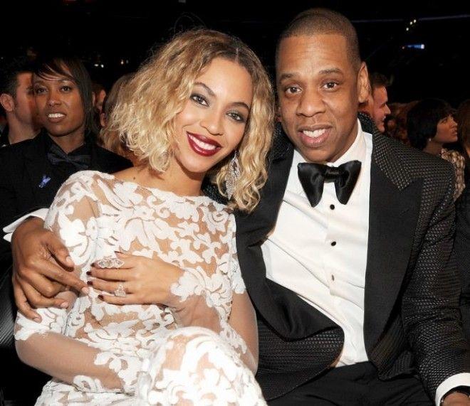 Эта пара была на грани развода, когда рэпер изменил певице. Однако, они объявили о перемирии, когда