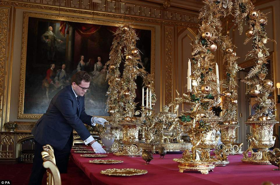 Этот набор посуды для особых случаев был заказан еще Георгом IV — гурманом и меценатом, который прав