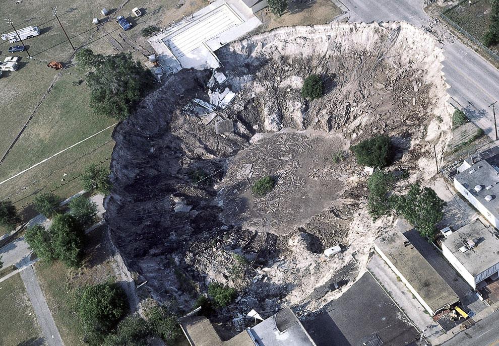 7. Еще одна дыра образовалась на севере Гватемалы 19 июля 2011. Ночью жители услышали страшный шум и