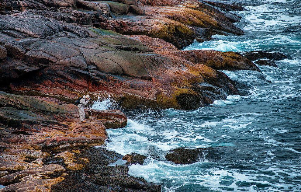 11. Ямки, заполненные водой — это как сундучки с сокровищами. В каждой лежат камушки разных форм и ц