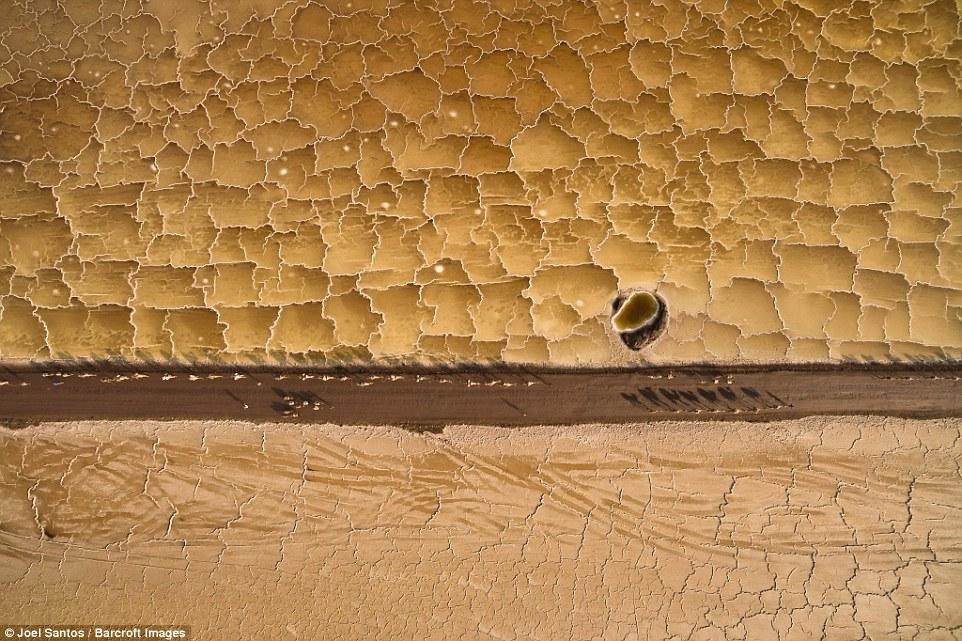 Впадина Данакиль, особенно территория вокруг озера Афдера, — это место, где добывается почти вся сол