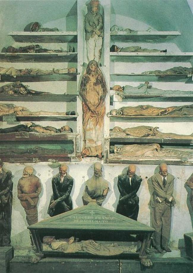 Катакомбы появились в конце XVI века, когда количество служителей монастыря капуцинов возросло и воз