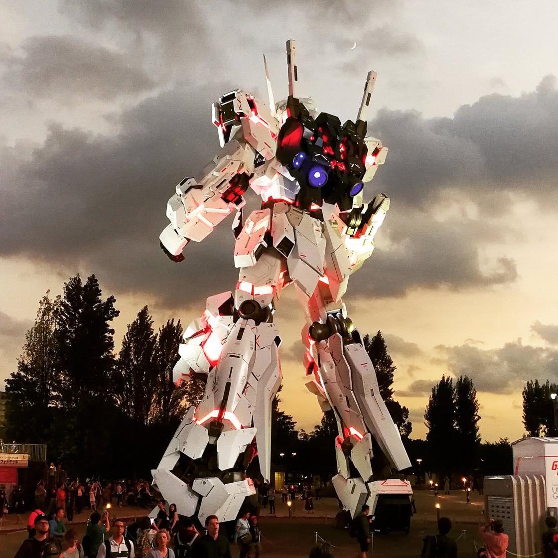 Tokyo unveils its new life-sized Gundam! (13 pics)
