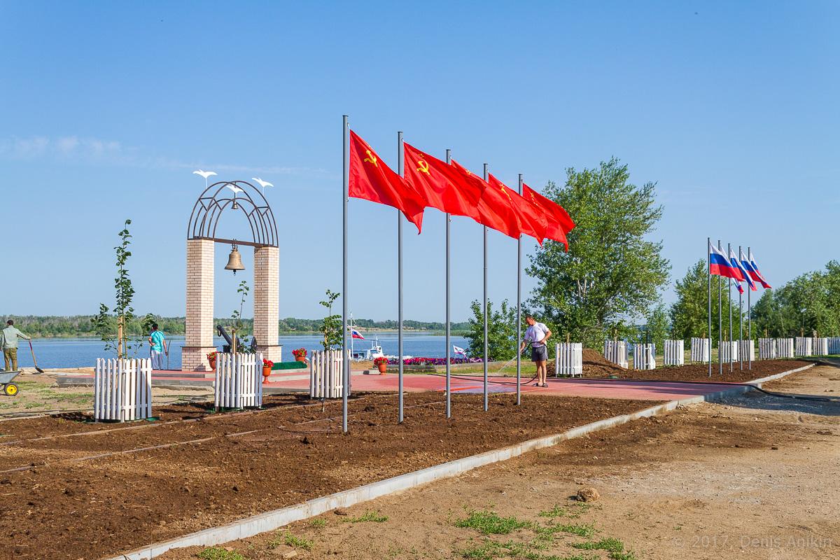 Памятник волжским речникам в Ахтубинске фото 4
