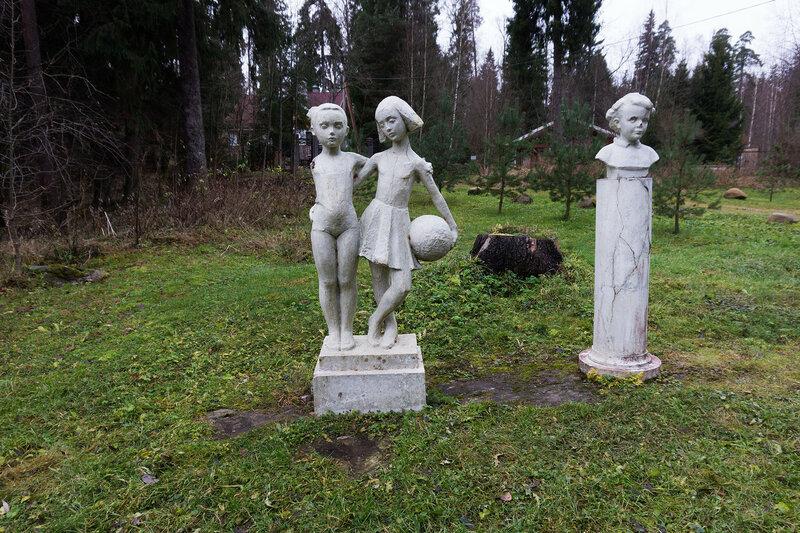 статуи в Сиверский