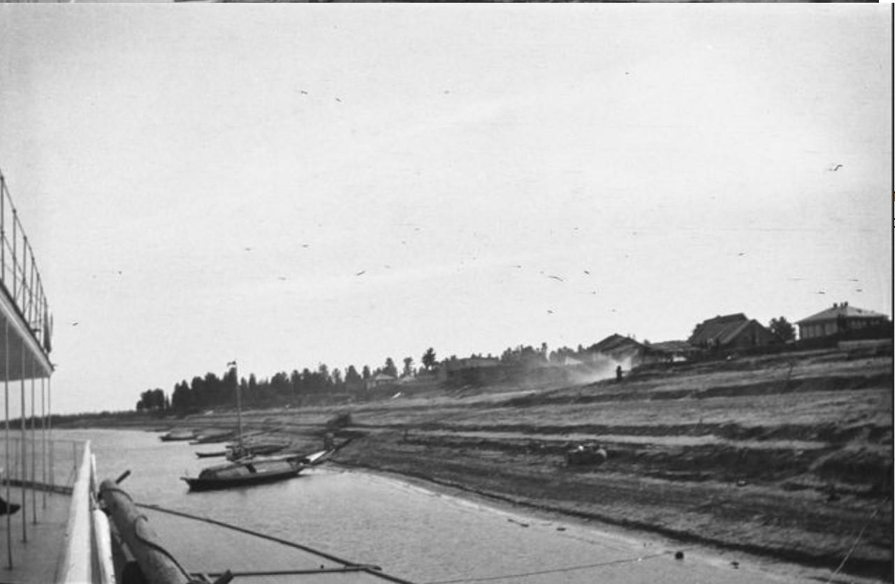 14. Вид на берег, пристань Каргасок