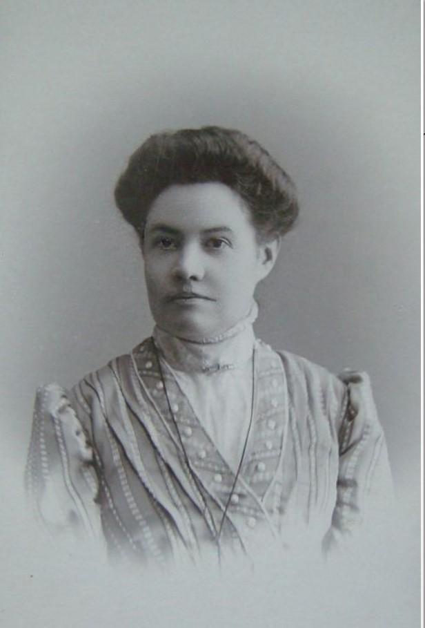 1909. Портрет дамы в светлом платье