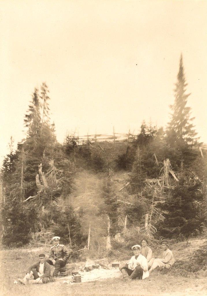Участники экспедиции Ю.М. Шокальского на привале