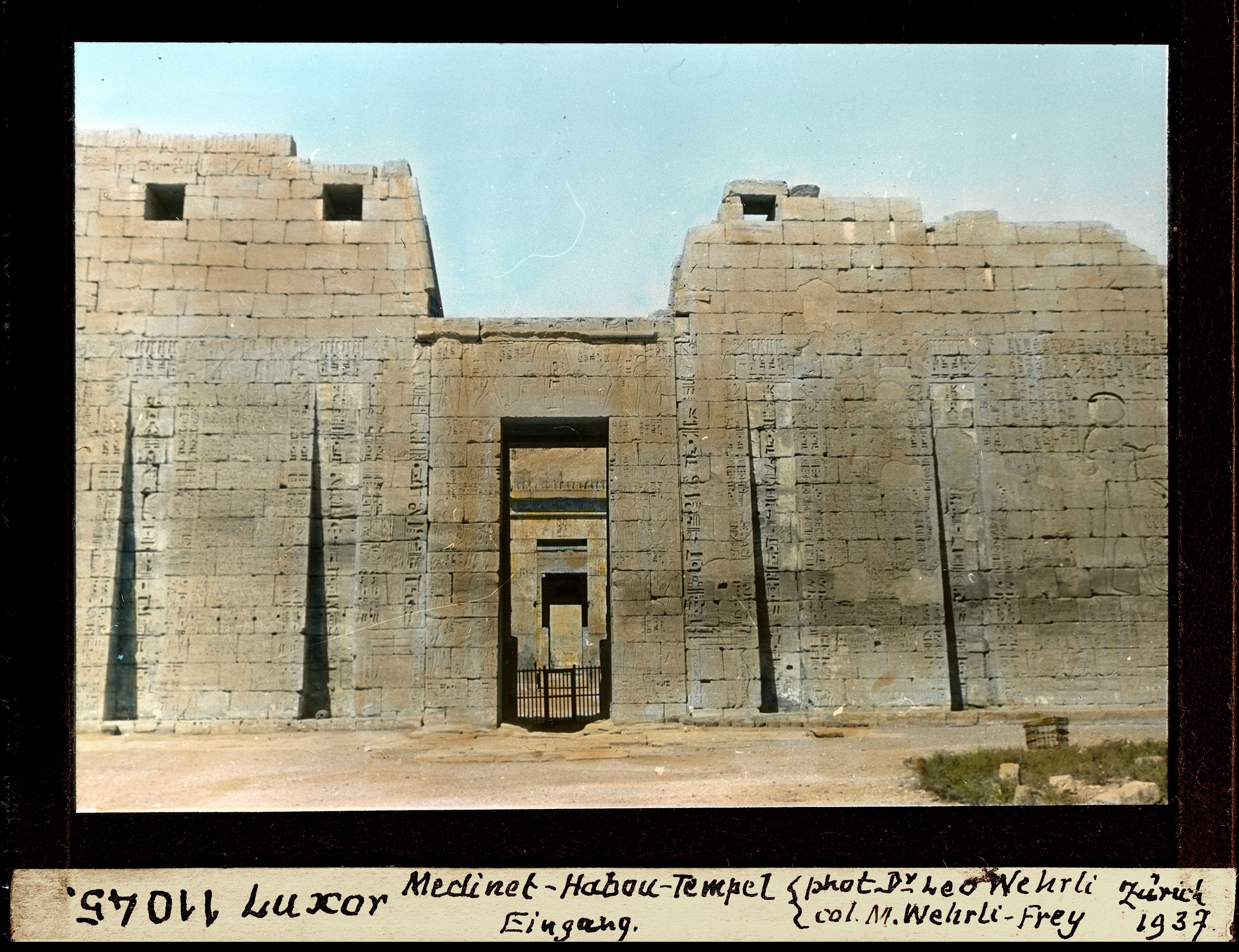 Мединет-Абу. Вход в погребальный храм Рамсеса III