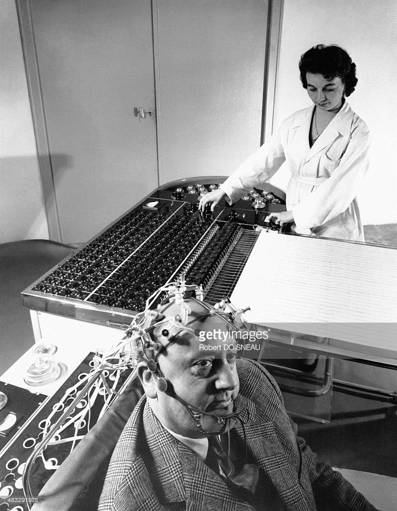 1945. Электроэнцефалограмма в больнице Сен-Анна