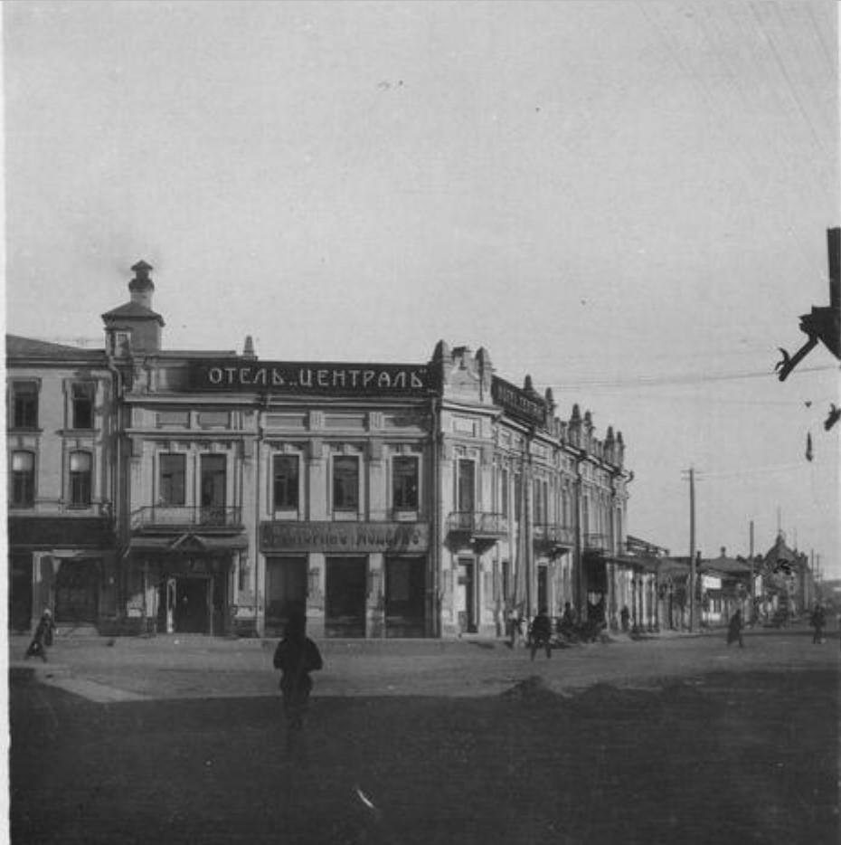 Угол Большой и Амурской улиц. Отель Централь
