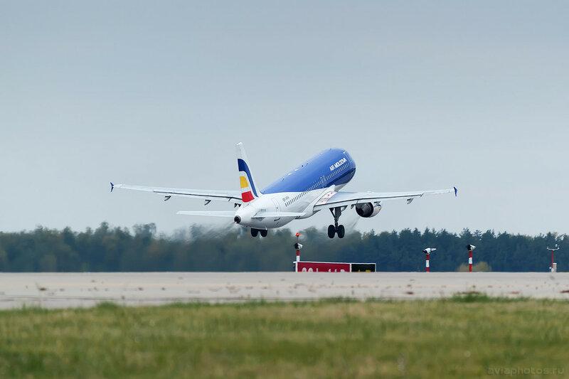 Airbus A320-211 (ER-AXV) Air Moldova 0310_0330_D805649