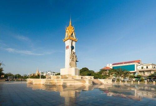 cambodia-vietnam-monument.jpg
