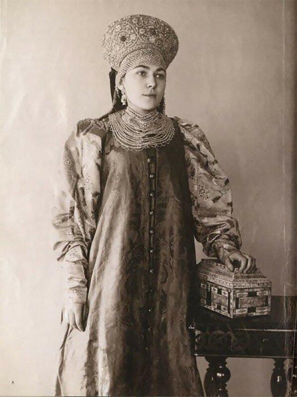 0 17a7e7 da30f819 XL - Девушки в древних славянских костюмах на старинных фотографиях