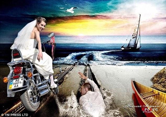 Не успели пожениться, как невеста стремительно убегает за рулем мотоцикла. Жениху приходится догонят