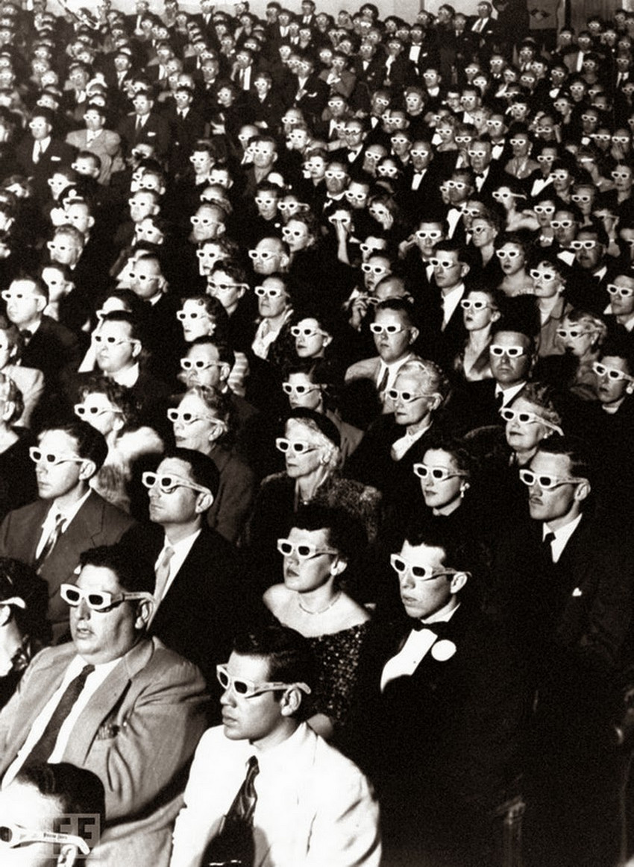 Автор фото: Айерман (J.R. Eyerman), 1952. На просмотре первого полнометражного стерео-фильма Bwana D