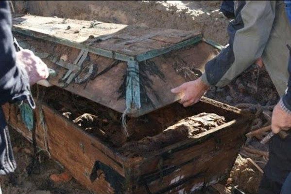 Вскрыв склеп Пушкина, исследователи ужаснулись! (1 фото)
