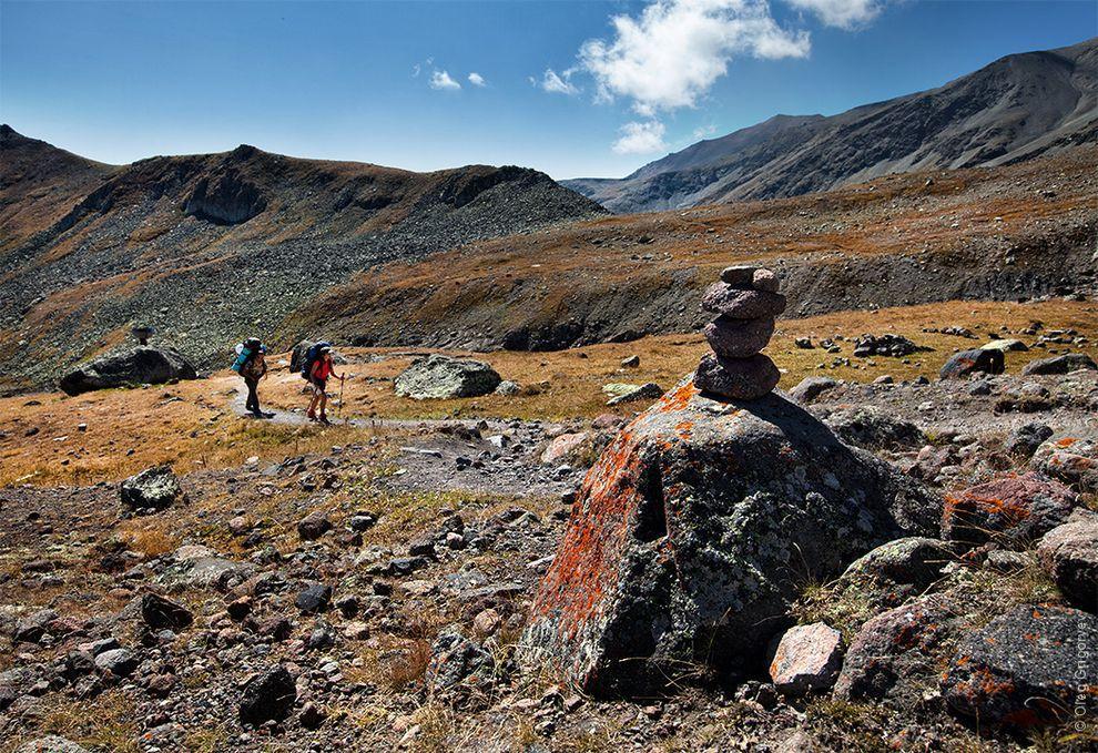 13. Туры (сооружение в виде груды камней) вдоль туристических троп, которые служат ориентиром турист