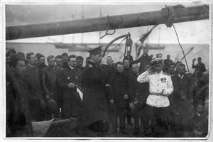 Седов Г. Я. на палубе судна Святой мученик Фока с участниками экспедиции