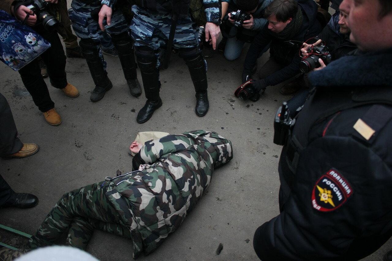 Русский марш 2017: ОМОН задерживал и избивал людей в Москве