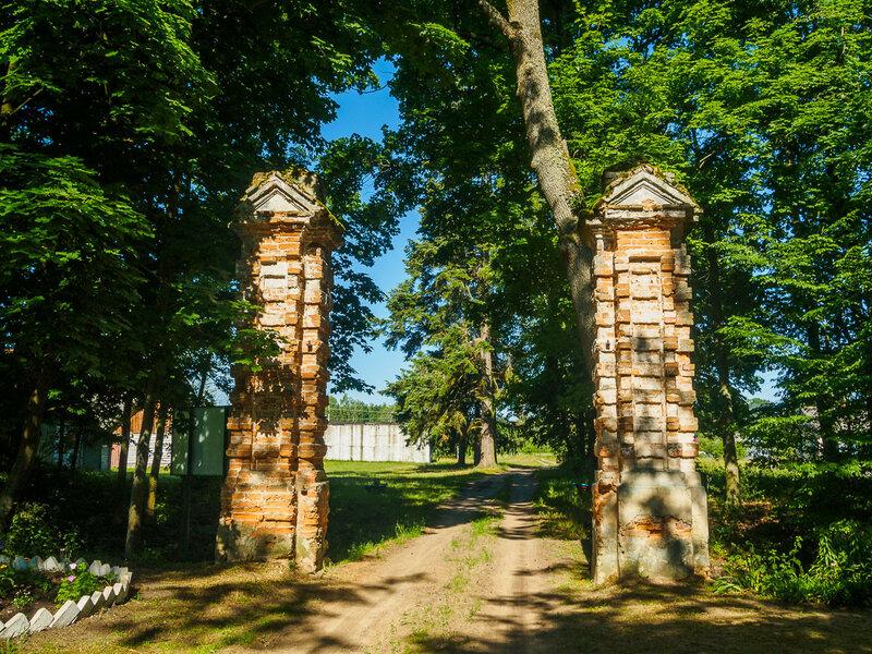 Ворота усадьбы.
