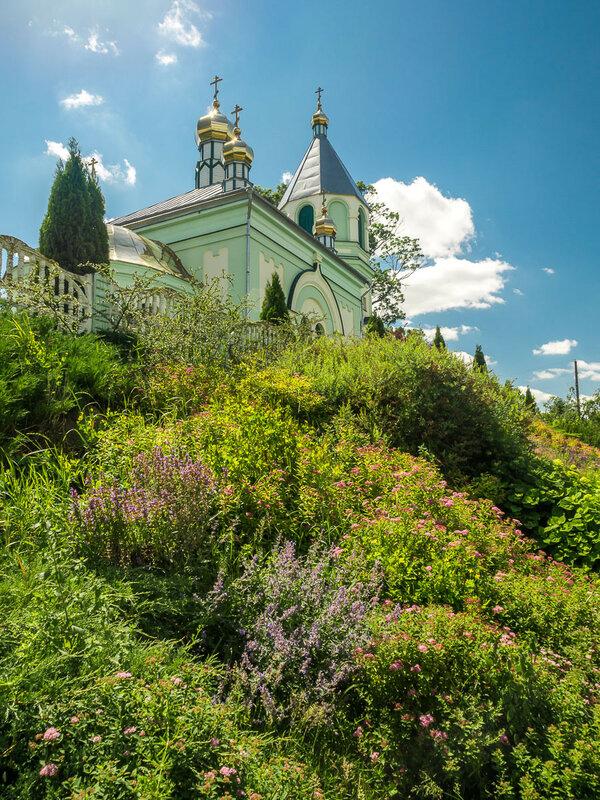 Вознесенская церковь в Вельямовичах (1868) оказалась закрыта.