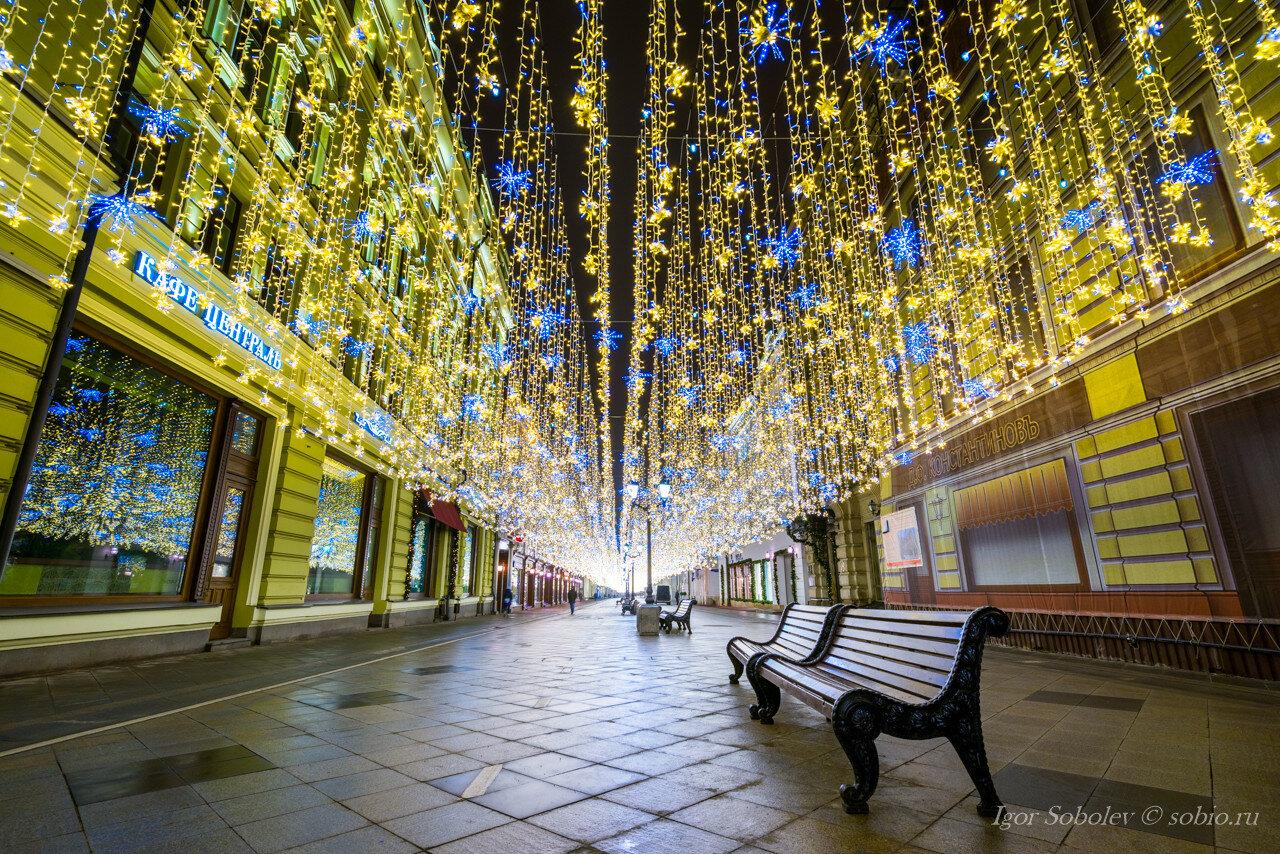 Новогоднии гирлянды на Никольской улице