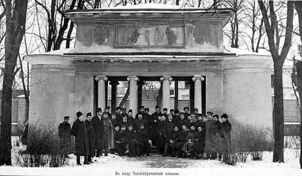 Павильон в усадьбе Голицына 1910.jpg