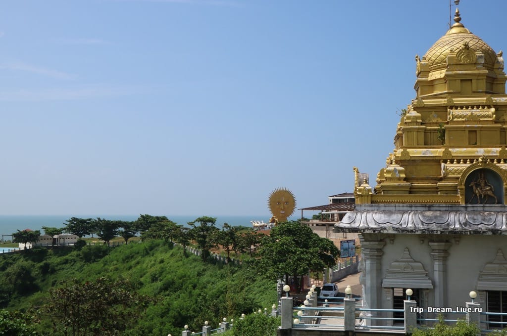 Территория храмового комплекса в Мурдешваре