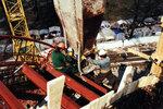 Рабочие заливают бетон