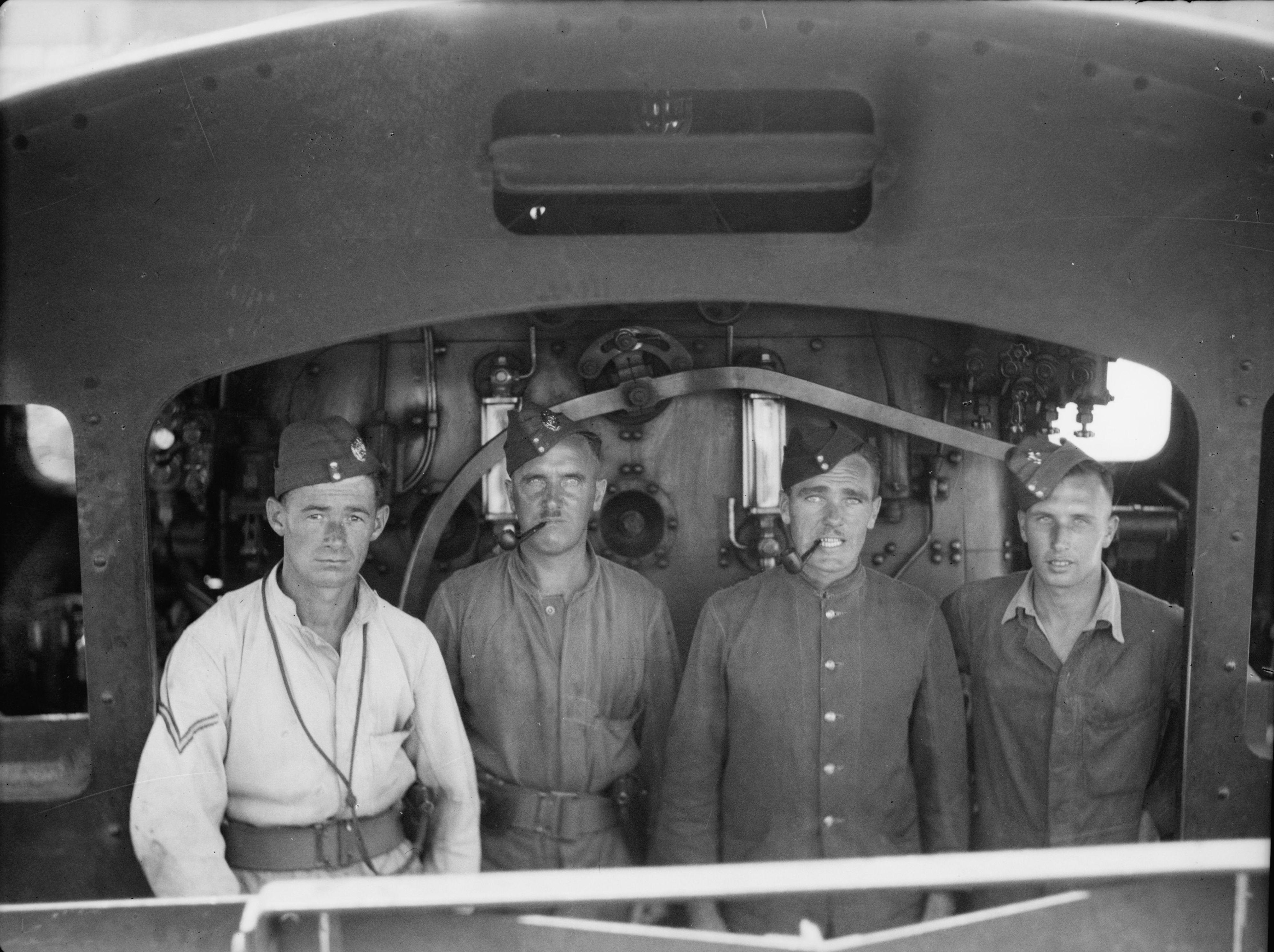 1936. Королевские инженеры на локомотиве