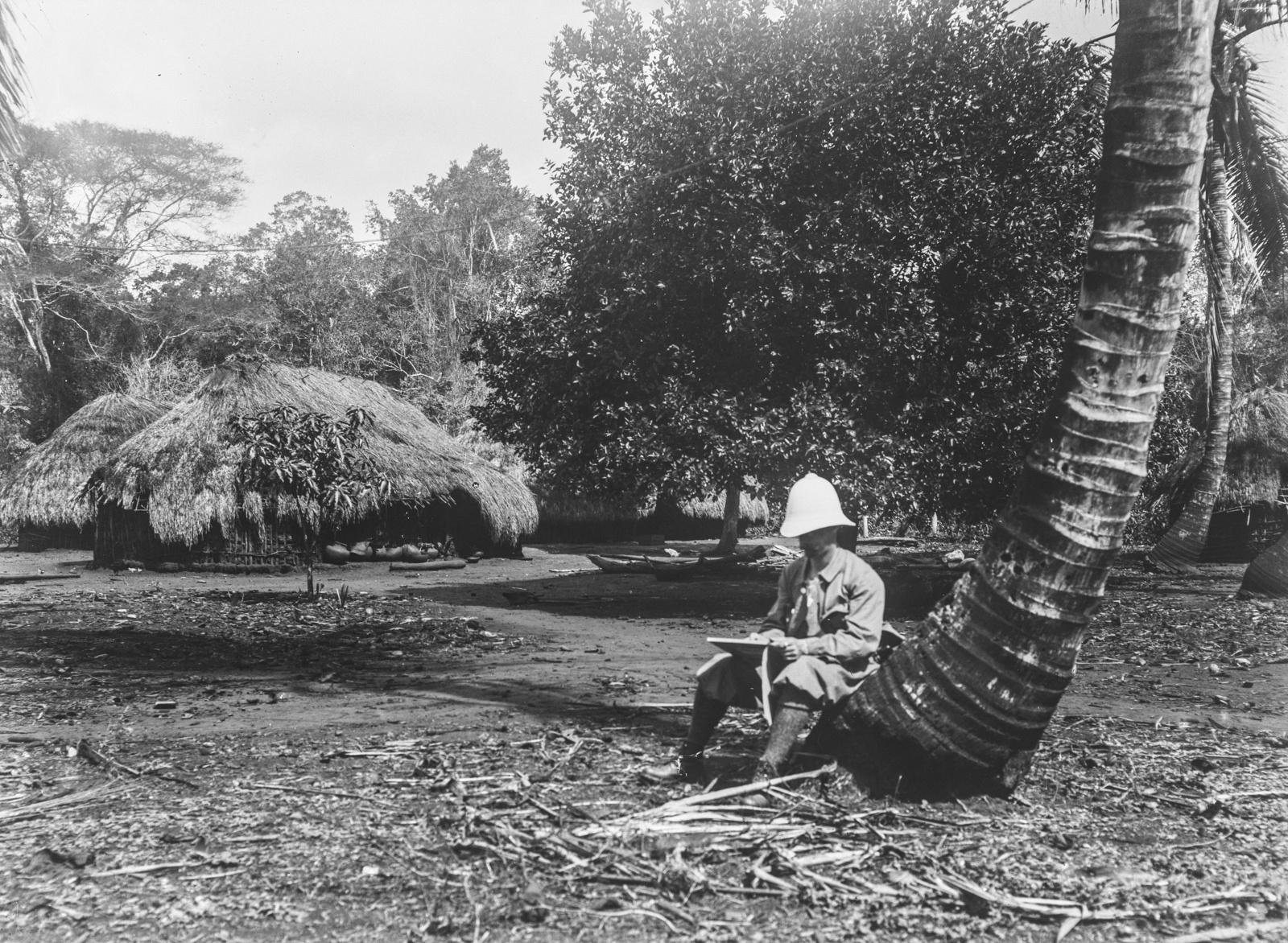 248. Один из исследователей сидит на стволе дерева