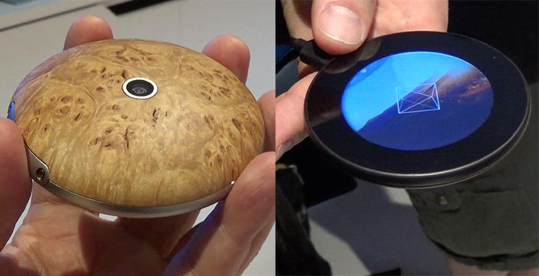 Предпосылка заключается в разработке смартфона, напоминающего многовековые карманные часы. Этот смар
