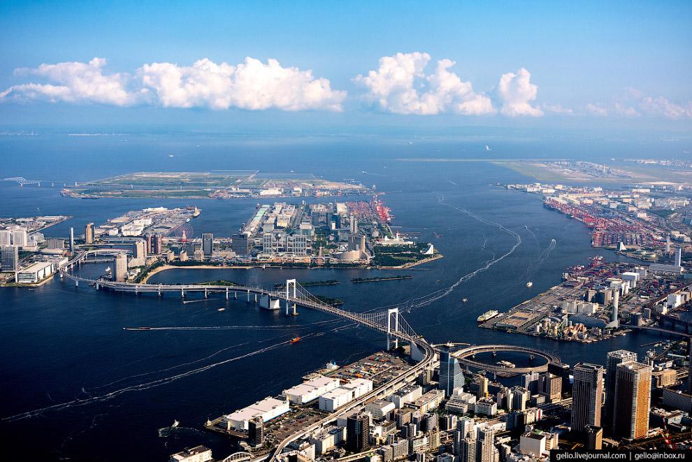 29.  Искусственные острова  соединяют несколько мостов. На заднем плане фото — 4-поло