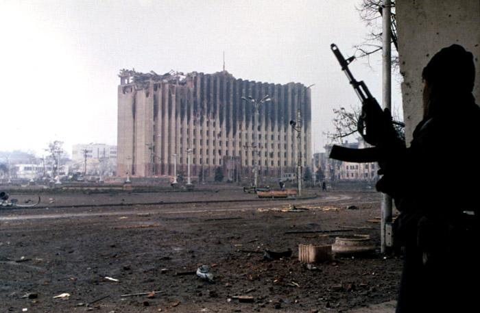 По оценкам министерства национальностей РФ с 1991 по 1999 год русских людей в результате этнических