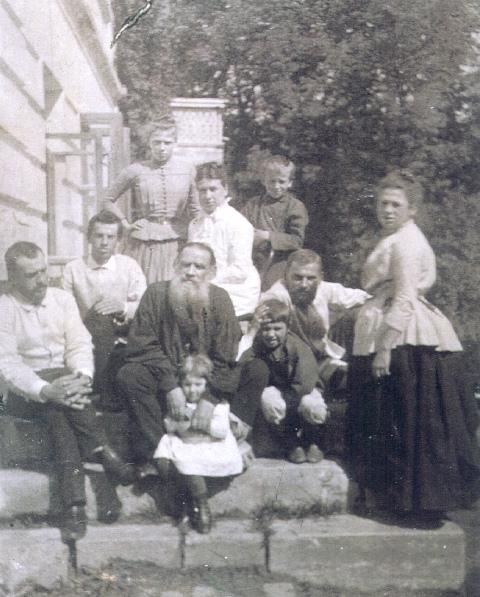 Лев Николаевич любил всякого рода ручной труд. Он получал удовольствие от процесса создания вещей св