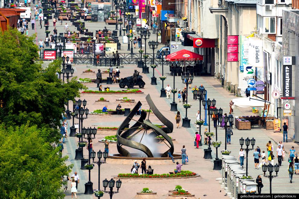 13.  Екатеринбург-Сити  — деловой и культурный квартал в центре Екатеринбурга на бере