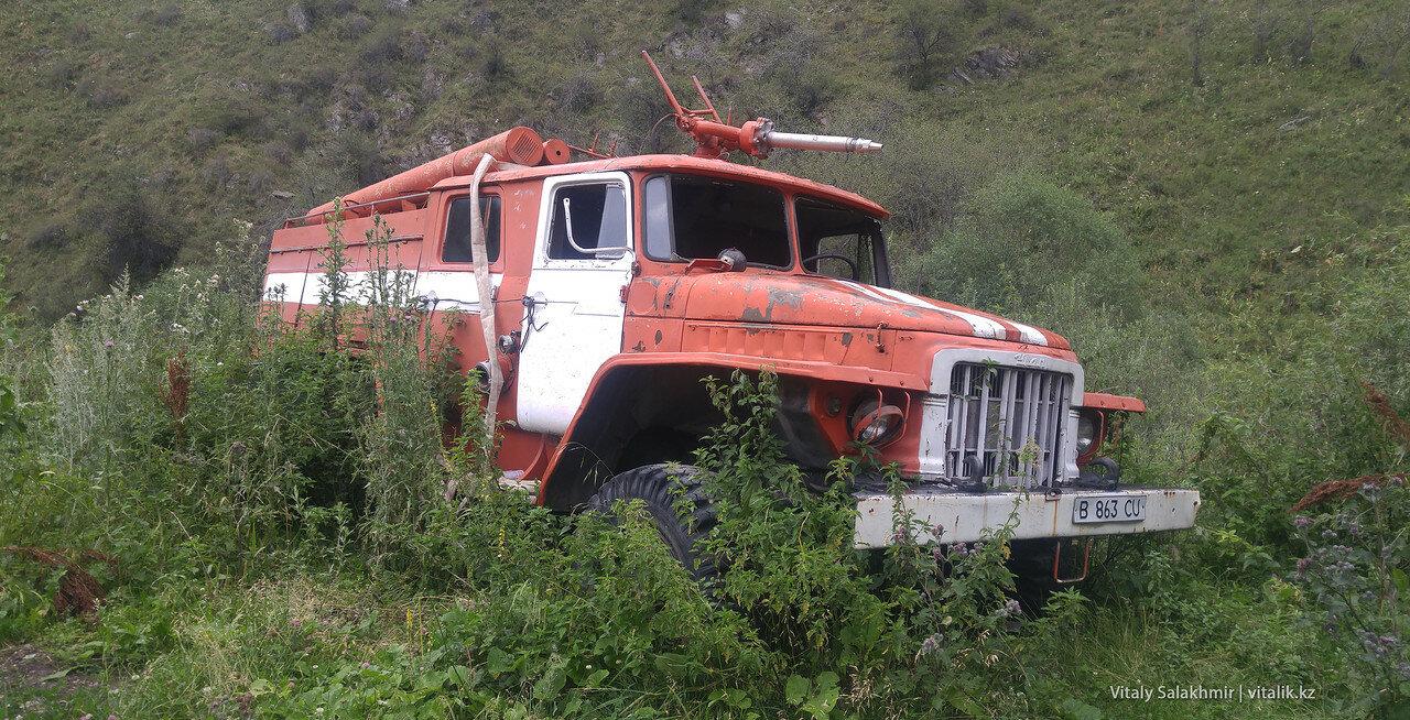 Брошенная пожарная машина в Алма-Арасане.