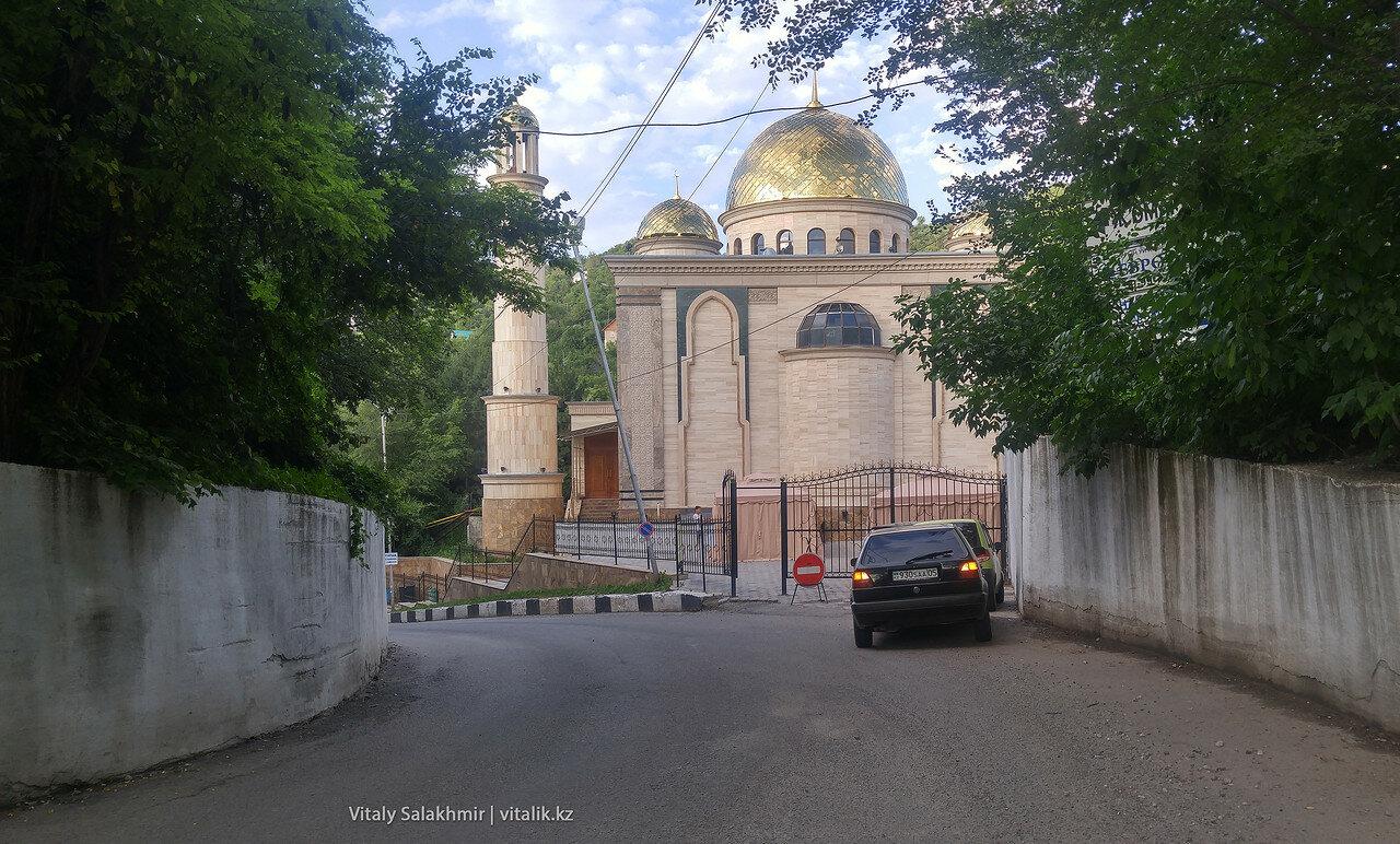 Мечеть Аль Хамид, у подножия Кок-Тобе.
