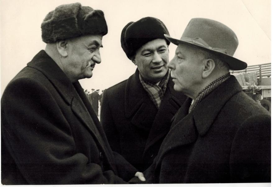 hamrokul-tursunkulov-kliment-voroshilov-and-sharof-rashidov.jpg