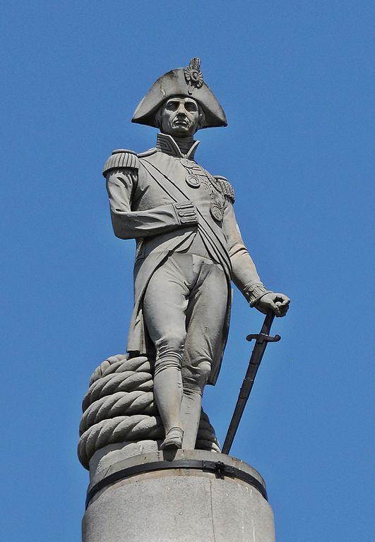 Statauya-admirala-Nelsona-na-vershine-kolonny.JPG