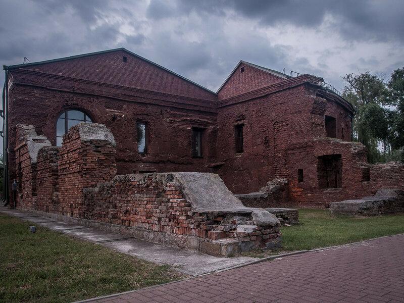 Руины.