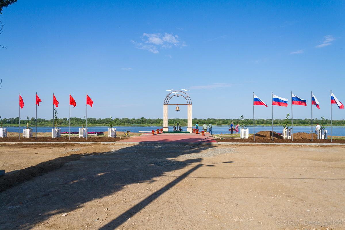 Памятник волжским речникам в Ахтубинске фото 3