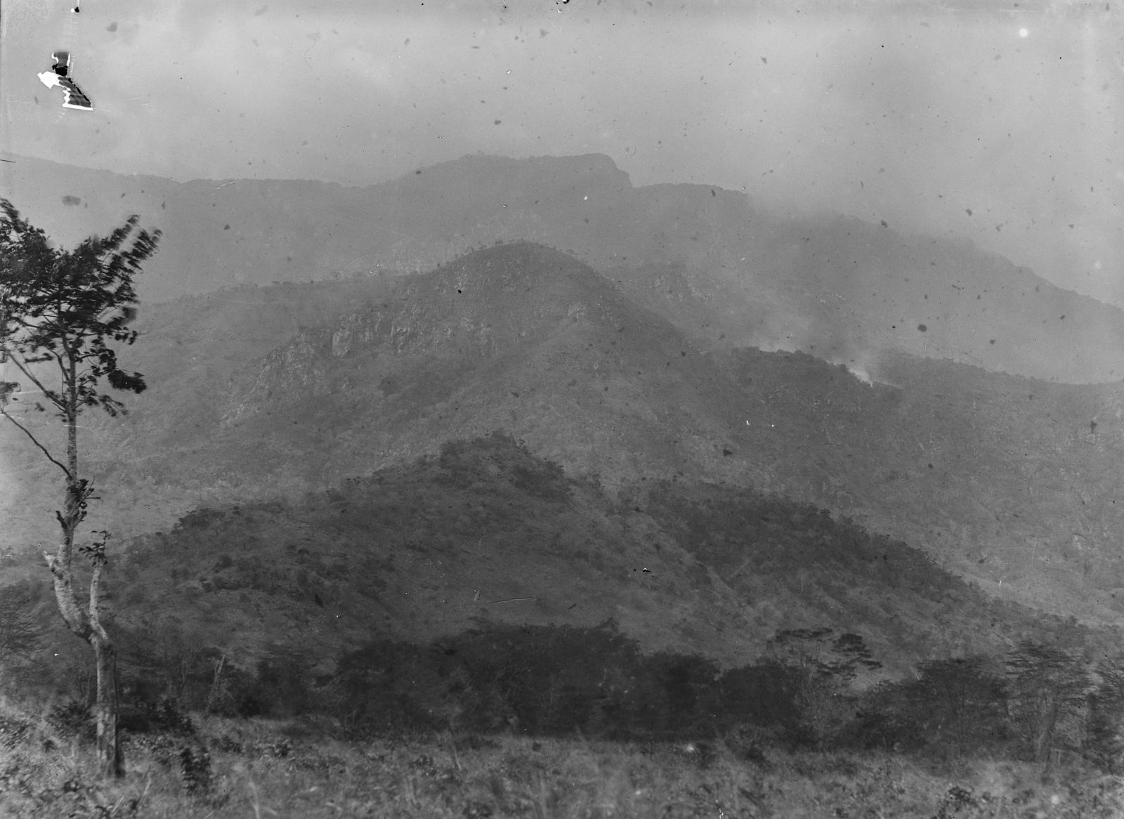 52. Пейзаж на западной стороне гор Усамбара