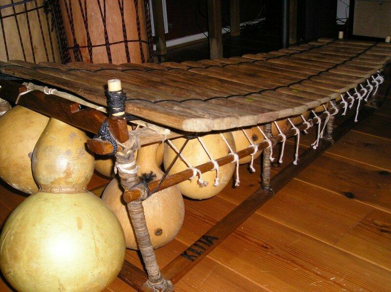cdn.lolwot.com_wp-content_uploads_2016_05_10-extraordinary-african-musical-instruments-1.jpg