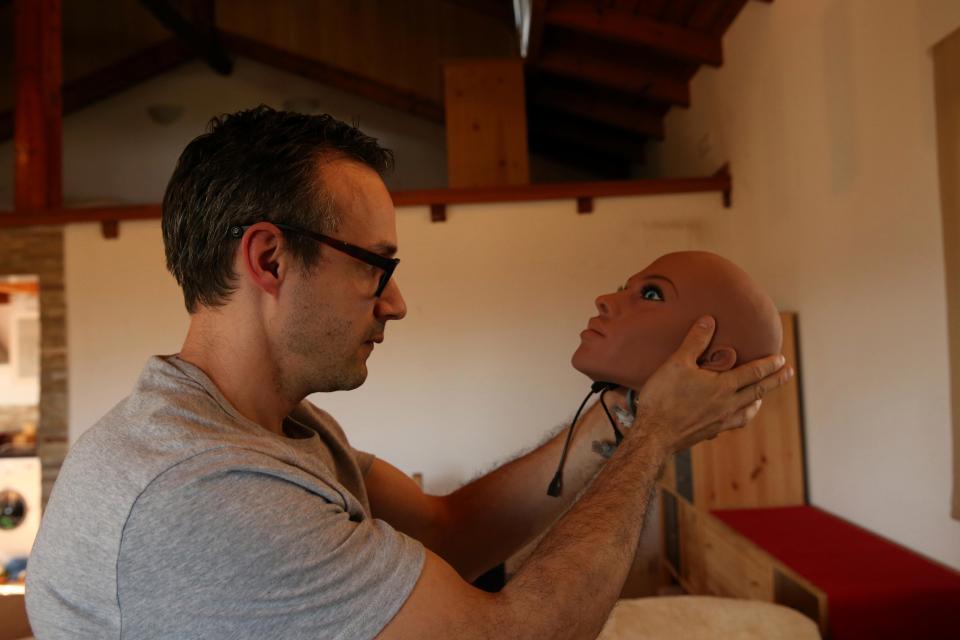 Создатель секс-роботов заявил, что владельцы секс-кукол смогут иметь от них детей