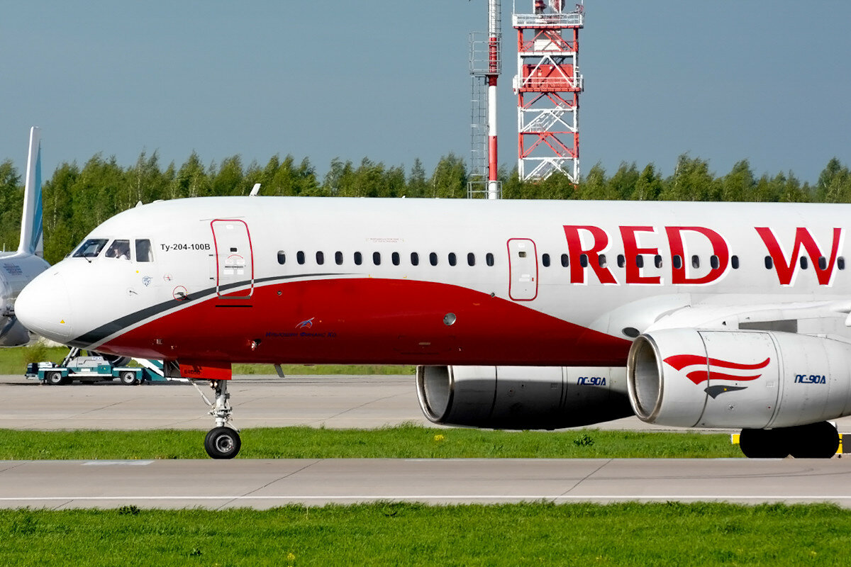 Туполев Ту-204-100(В/Е). Red Wings (Авиалинии 400) . RA-64050.