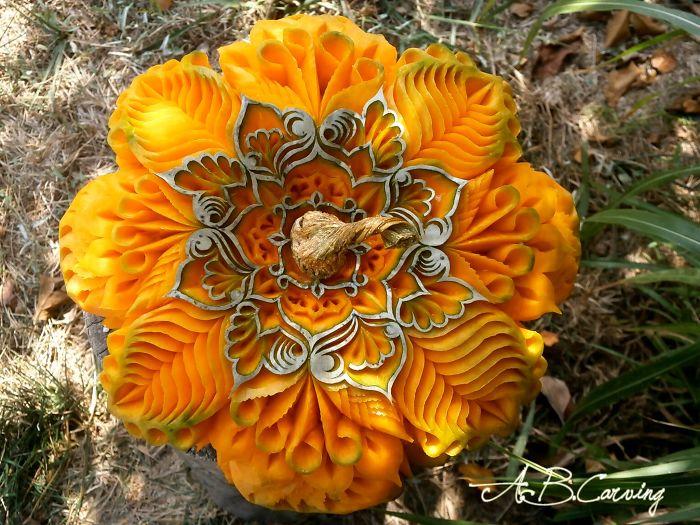 15-Alternative-Halloween-Pumpkins-carved-by-master-Angel-Boraliev-59ed98ad58d26__700.jpg