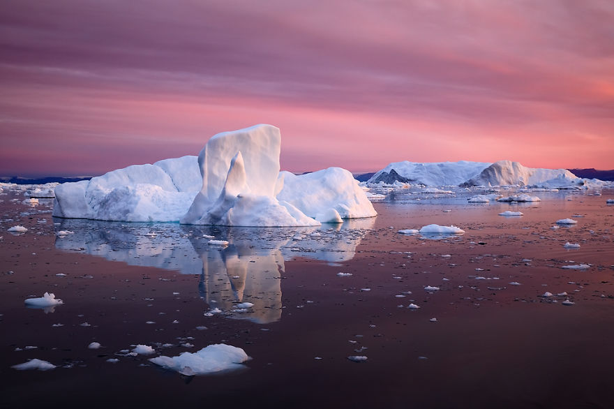 the-icebergs-of-disko-bay-that-i-captured-from-a-russian-yacht-near-greenland-4__880.jpg